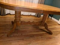 Oak kitchen table w/chairs (6) Livonia, 48154