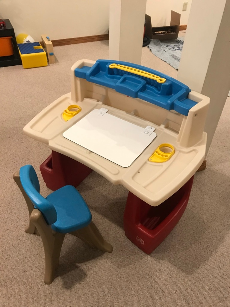 Photo Step 2 Deluxe Art Master Desk & Chair