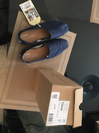 New toms ladies size 6.5 blue Calgary
