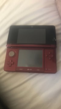 maroon and black Nintendo 3DS Winnipeg, R3A 0G3