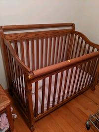 Crib & Toddler Bed - Wood Frame, Mattress, Linens