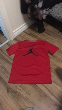 red and green Nike crew-neck t-shirts Hamilton, L8L