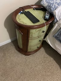 End table with working draws Valley Stream, 11580