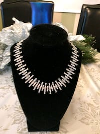 Faux diamond chocker necklace. Ottawa, K1N 5N4