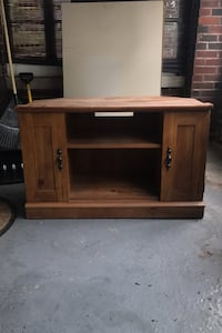T.V stand solid wood  Dearborn, 48126