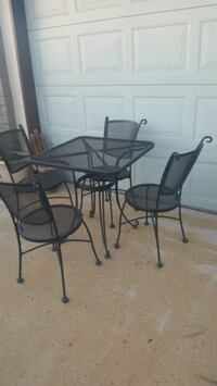 round glass-top table with four chairs Peoria, 85345