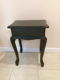 Small Accent Table Beaconsfield, H9W