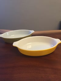 2 mini Pyrex Casserole dishes  Toronto, M5S 3E3