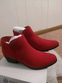 Red ankle boots size 7.5 Essex, 21221