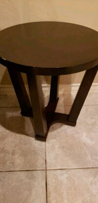 round brown wooden end table Laredo, 78045