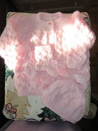 *NEW* never worn baby girl( 0-6 months) Knitted outfit.... BRAMPTON