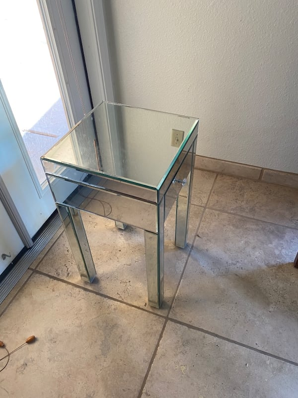 Mirrored Accent Table  7ba94349-c440-41f5-8cc7-aaefe84b56f7