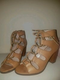 pair of brown leather open-toe strappy heels El Paso, 79938