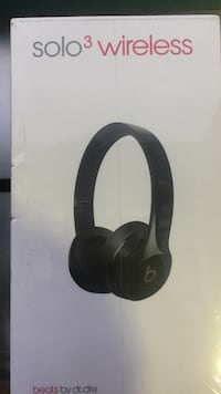 Black beats solo 3 wireless headphones box