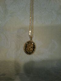 Antique gold tone necklace  Fort Saskatchewan, T8L 4R3