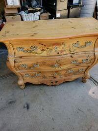 Accent chest Victorville, 92395