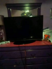 black flat screen TV with remote Gulfport, 39501