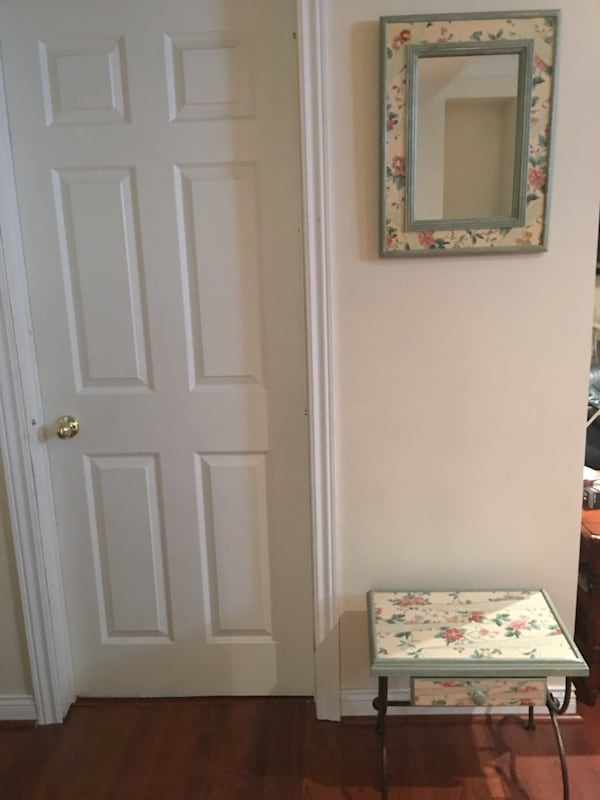 Wall mirror and matching Table - Guess Home 07623d05-3479-4036-b6a5-961332fd89b0