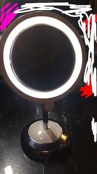 2x zoom light up vanity mirror Coquitlam, V3B
