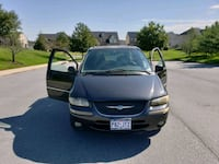 Chrysler - Town and Country - 2000 Laurel, 20707