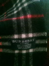Burberry Scarf Authentic **DO NOT MESSAGE JUST TO NOT REPLY AFTER** Toronto, M3N
