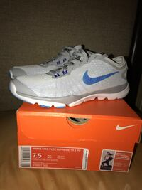 pair of white Nike basketball shoes with box Port Charlotte, 33954