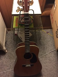 brown and black acoustic guitar Milford, 48380