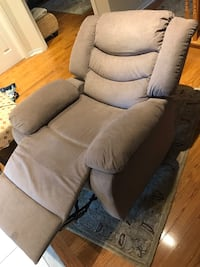Excellent Condition Recliner Chair Mississauga, L5C 2L9