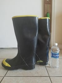 Rubber work boots for men