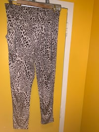 HIGH WAISTED CHEETAH  PRINT LEGGINGS WITH POCKETS Toronto, M6P 2T3