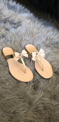 Soda bow sandals size 9 Palm Springs, 92264