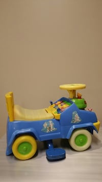 RIDE-ON TOY for TOTS (price includes batteries!!) (please see all photos) Arlington, 22204
