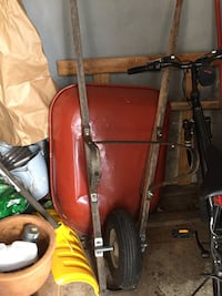 red and black ride on mower Montréal, H4R 3K6