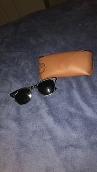 Black ray-ban sunglasses with case College Park, 20740