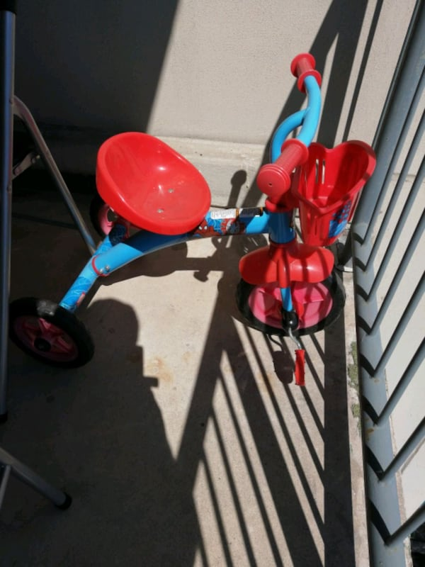 Spiderman bicycle cf6b0a4c-bc67-4dc4-8076-23e52429298c
