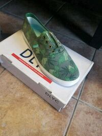 unpaired green and white DLYC shoe with box Los Angeles, 91367