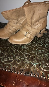 pair of brown leather boots Edmonton, T5N