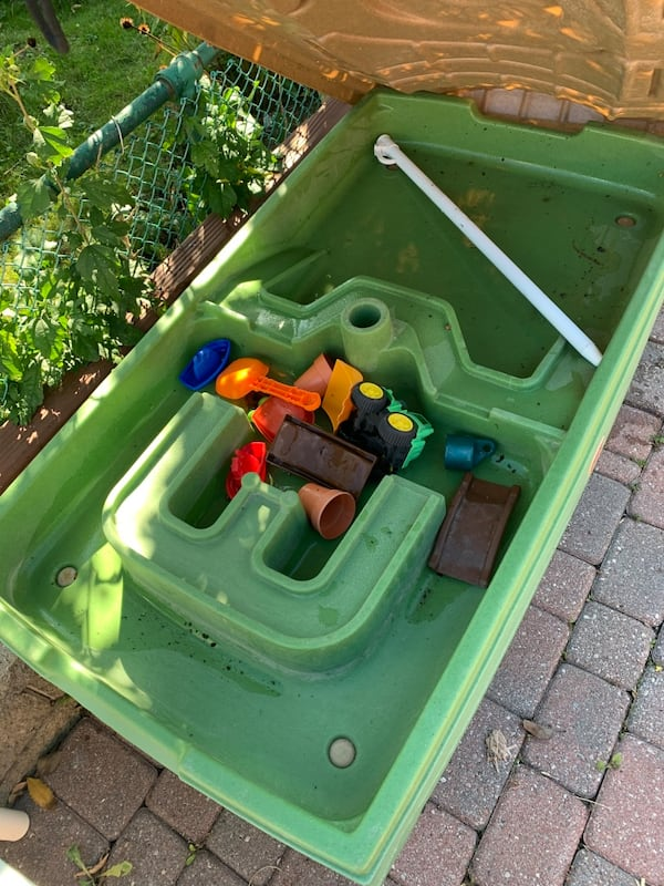 Kids Water and sand table db606941-fd0b-4aed-934d-616beb406652