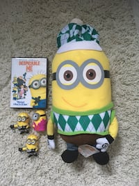 Despicable me stuff toy + 3 minis & DVD .