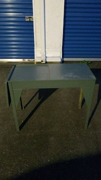 Metal table Langley, V3A 7Z2