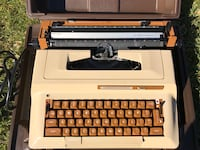 VINTAGE SMITH CORONA SCM SUPER STERLING MANUAL TYPEWRITER WITH CASE.