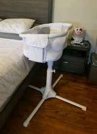 baby's white and gray bassinet Los Angeles, 91325