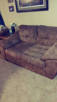 Brown love seat Springfield, 65803