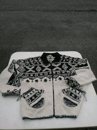 Size L sweater jacket Youngstown, 44512