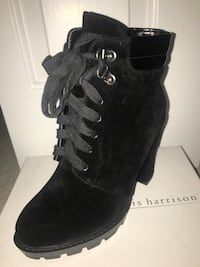 Unpaired black suede chunky-heeled ankle boot with white box Surrey, V3X 0E6
