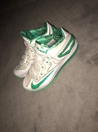 Lebron 11 low easter edition Crestwood, 40014