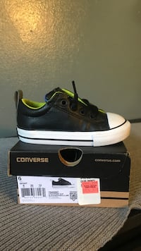 unpaired black and white Converse low top sneaker with box Los Angeles, 91411