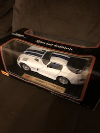 Maisto SPECIAL EDITION DODGE VIPER GT2, White/blue racing stripes 1:18 Scale Car.  Only opened to take pictures and to make sure of the quality! Niceville, 32578