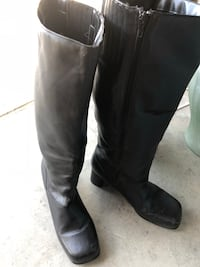 Pair of black leather knee-high boots Los Banos, 93635