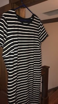 black and white striped crew-neck shirt Chicago, 60655